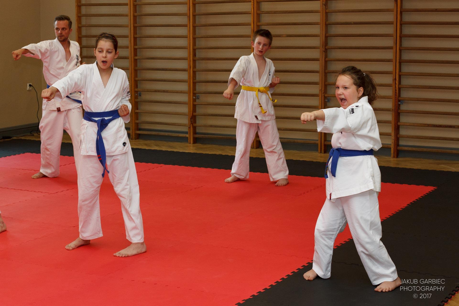 egzamin-karate-mistrz-mariusz-mazur-klub-karate-shodan-2017-06-02-13