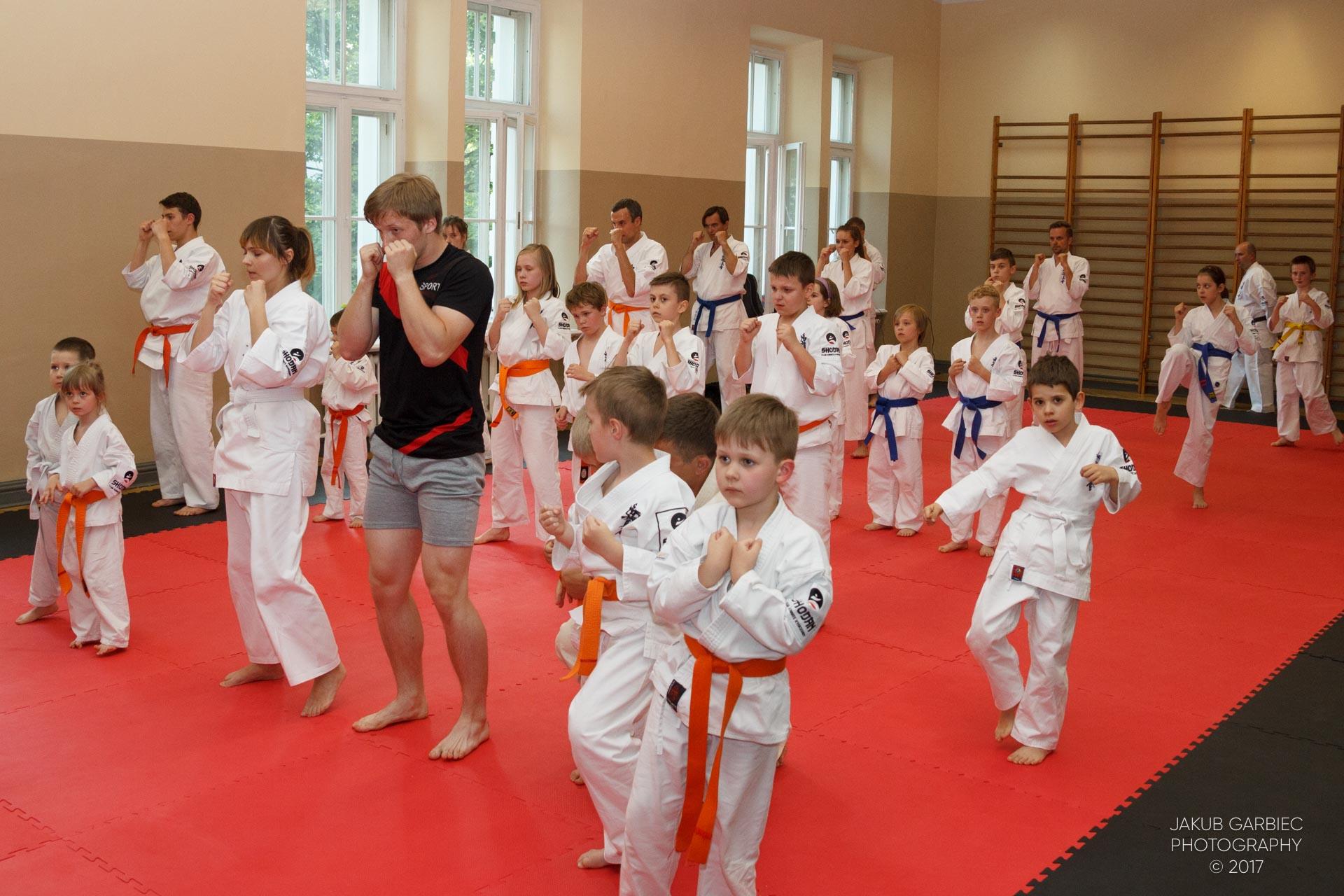egzamin-karate-mistrz-mariusz-mazur-klub-karate-shodan-2017-06-02-18