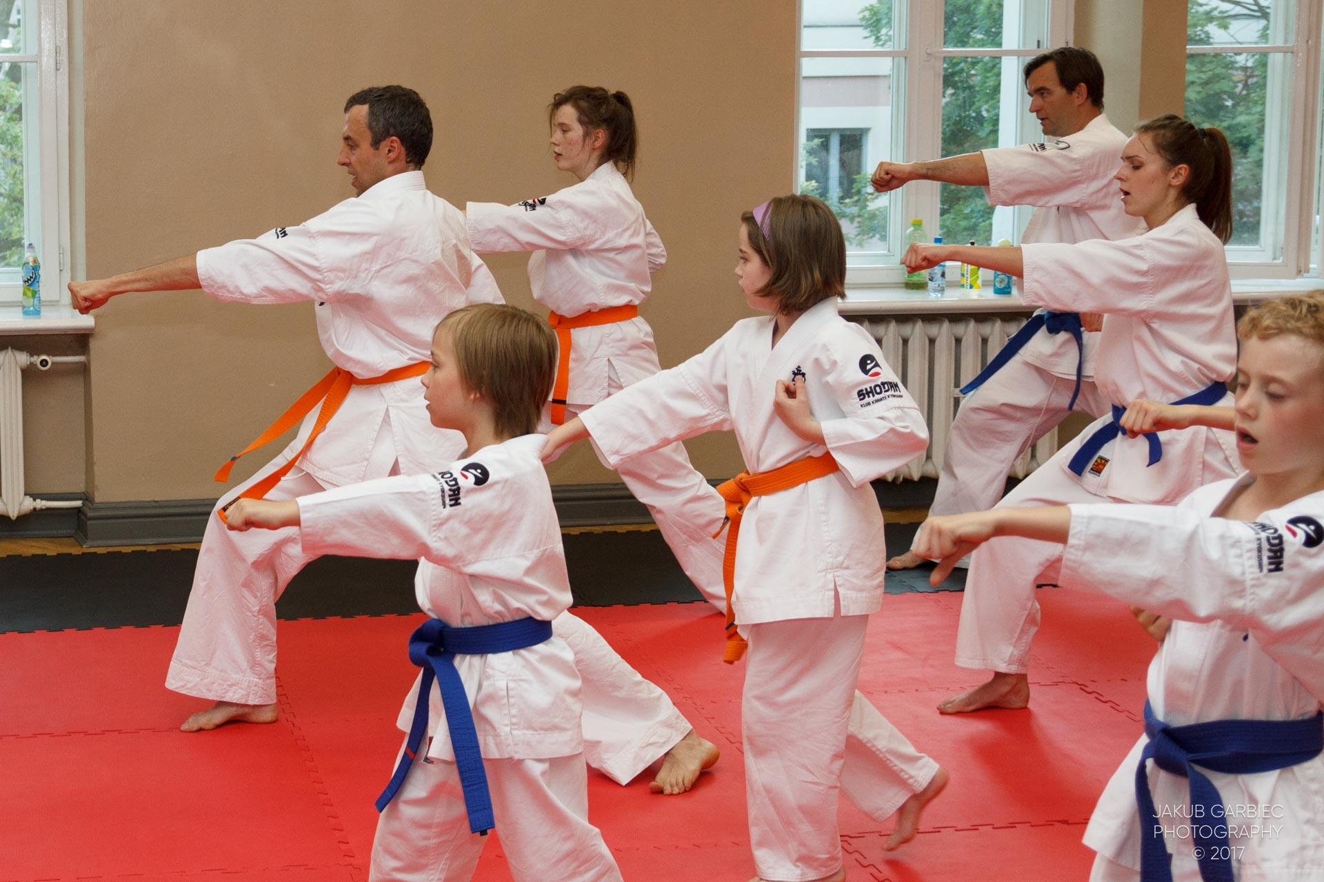 egzamin-karate-mistrz-mariusz-mazur-klub-karate-shodan-2017-06-02-26