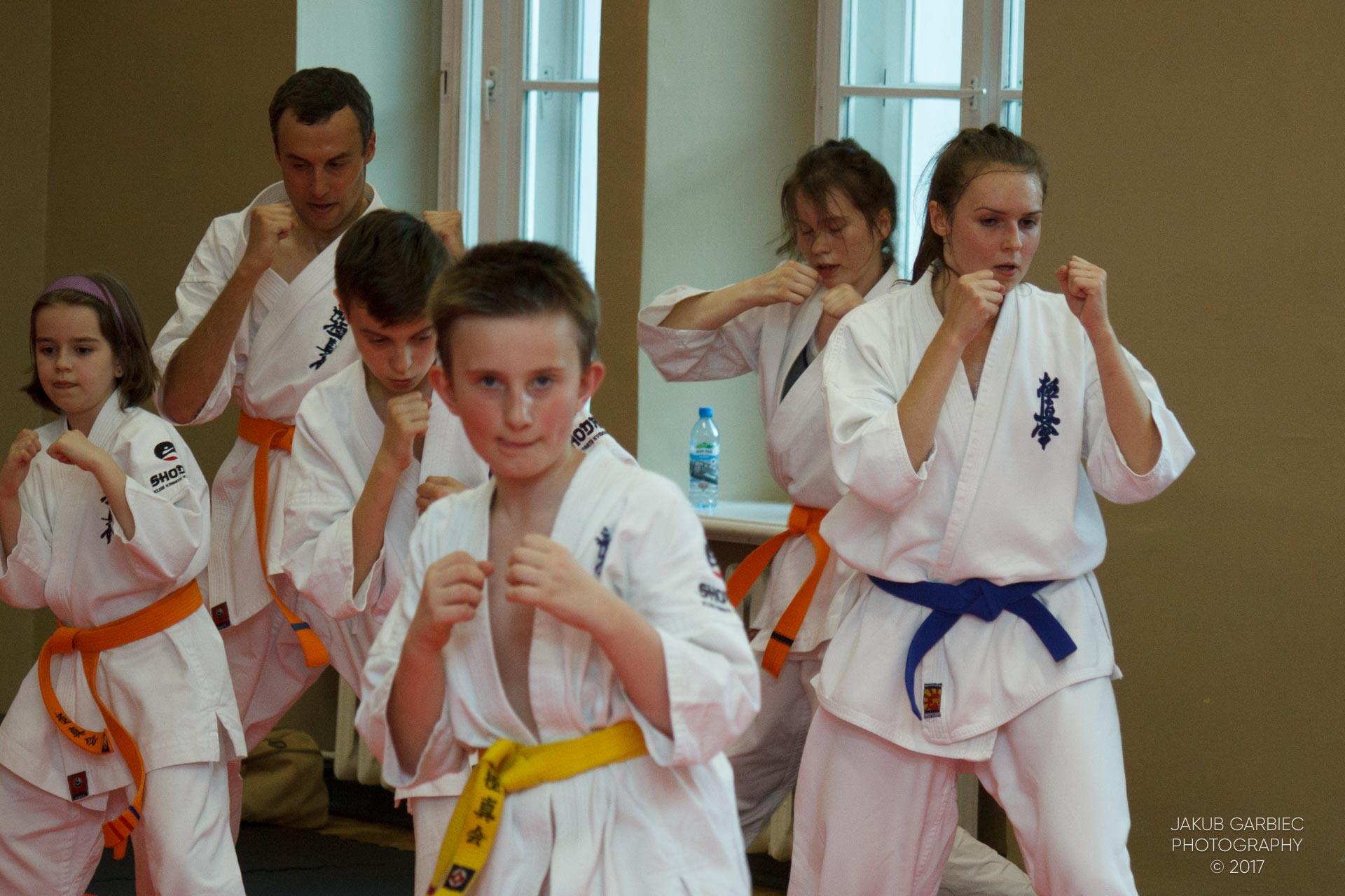 egzamin-karate-mistrz-mariusz-mazur-klub-karate-shodan-2017-06-02-42